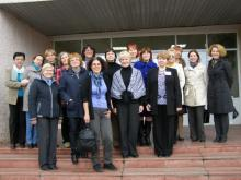 Фото на память у входа в Центральную городскую библиотеку им. В.Ф. Кашковой