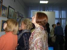 Посетители фотовыставки «Служение Истине»