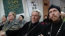Во время просмотра фильма об отце Леониде